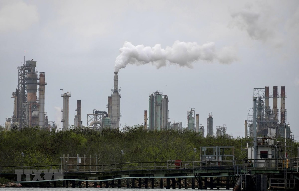 Một nhà máy lọc dầu ở gần Corpus Christi, bang Texas của Mỹ. (Ảnh: AFP/TTXVN)