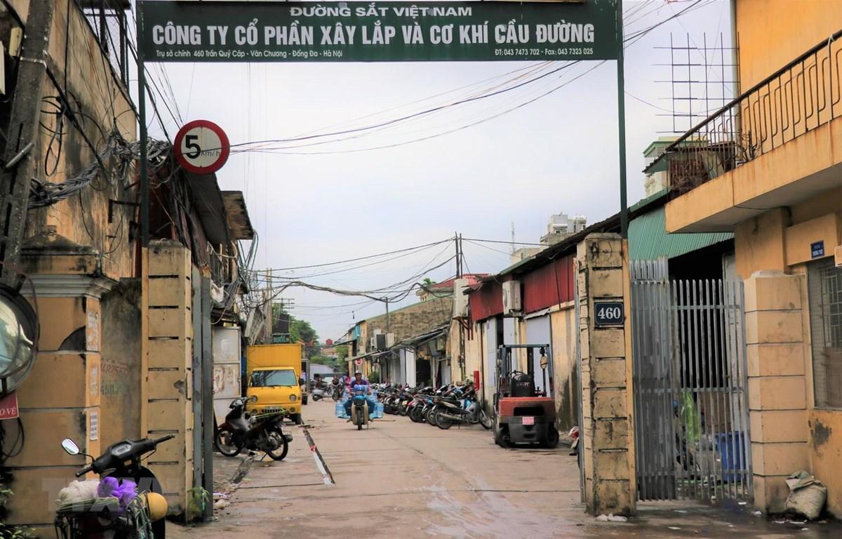 Công ty cổ phần Xây lắp và Cơ khí Cầu đường ở 460 Trần Quý Cáp, quận Đống Đa, thuộc diện di dời ra khỏi nội đô. (Ảnh: Mạnh Khánh/TTXVN)