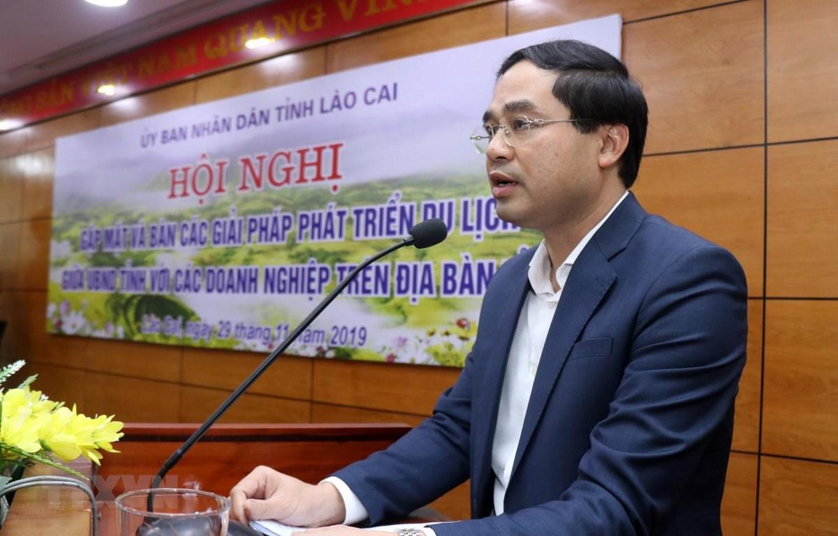 Phó Chủ tịch Ủy ban Nhân dân tỉnh Lào Cai Trịnh Xuân Trường phát biểu khai mạc hội nghị. (Ảnh: Quốc Khánh/TTXVN)