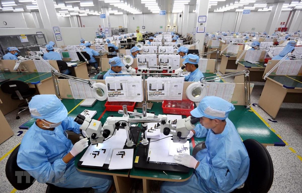 Dây chuyền sản xuất, kiểm tra các bản mạch điện tử dạng dẻo, nhiều lớp tích hợp của Công ty TNHH Young Poong Electronics VINA tại khu công nghiệp Bình Xuyên II, Vĩnh Phúc. (Ảnh: Danh Lam/TTXVN)