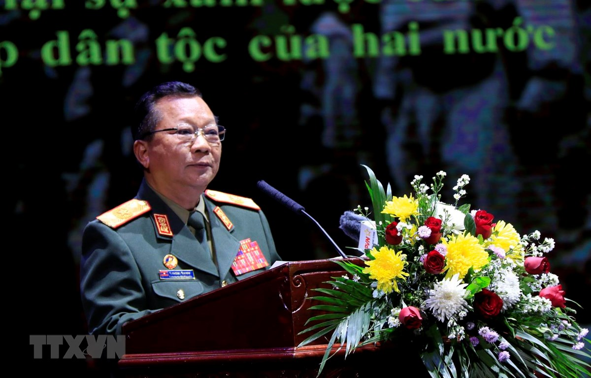 Đại tướng Chansamone Chanyalath, Ủy viên Bộ Chính trị, Bộ Trưởng Quốc phòng Lào phát biểu tại Lễ kỷ niệm. (Ảnh: Phạm Kiên/TTXVN)