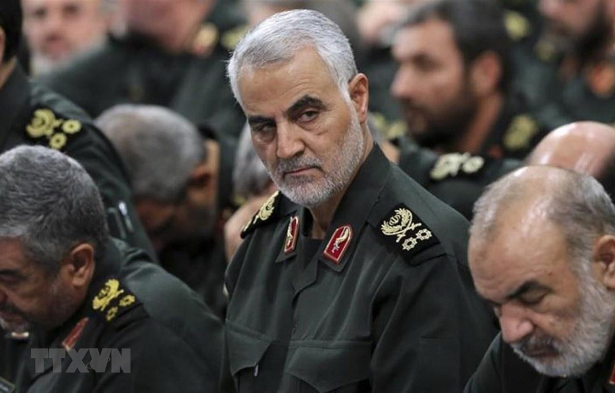 Người đứng đầu đơn vị Quds thuộc Lực lượng Vệ binh Cách mạng Hồi giáo Iran (IRGC), Thiếu tướng Qasem Soleimani - giữa. (Ảnh: AP/TTXVN)