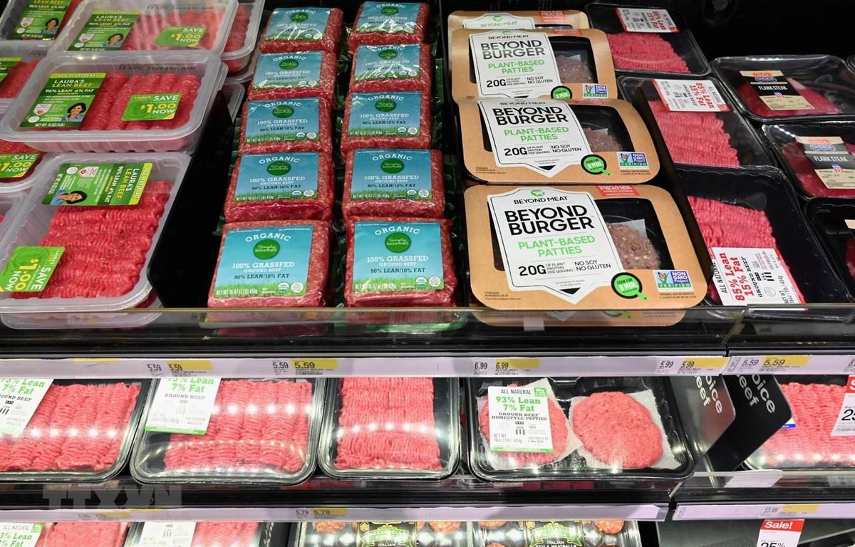 Thịt được bày bán tại một siêu thị ở New York của Mỹ. (Ảnh: AFP/TTXVN)