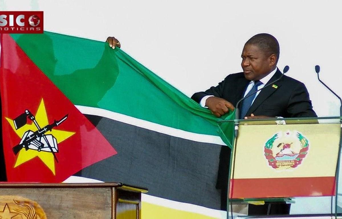 Tổng thống Mozambique Filipe Nyusi thực hiện nghi lễ nhậm chức ngày 15/1 vừa qua. (Ảnh: TTXVN phát)