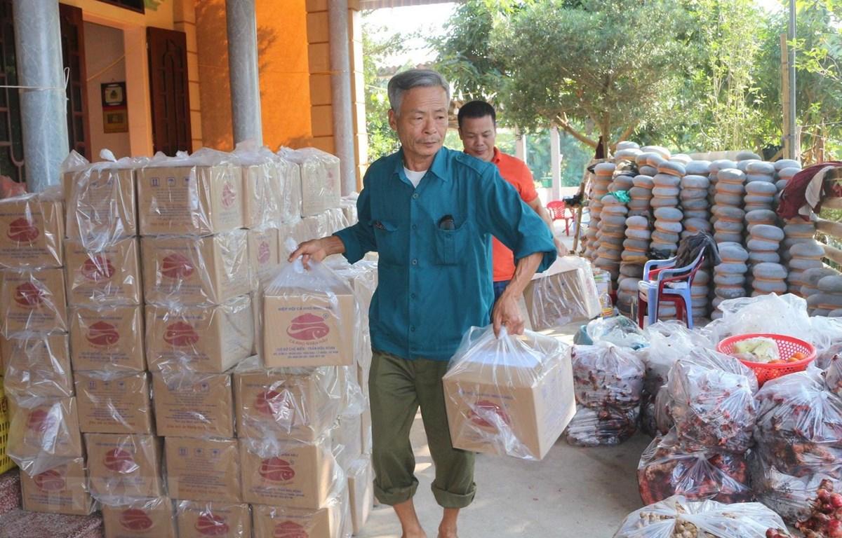 Cá kho Nhân Hậu có giá từ 500.000 đồng đến 1.500.000/niêu. (Ảnh: Nguyễn Chinh/TTXVN)