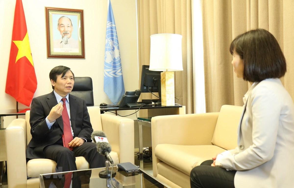 Đại sứ Đặng Đình Quý - Trưởng phái đoàn đại diện VN tại LHQ trả lời phỏng vấn TTXVN. (Ảnh: Hữu Thanh/TTXVN)