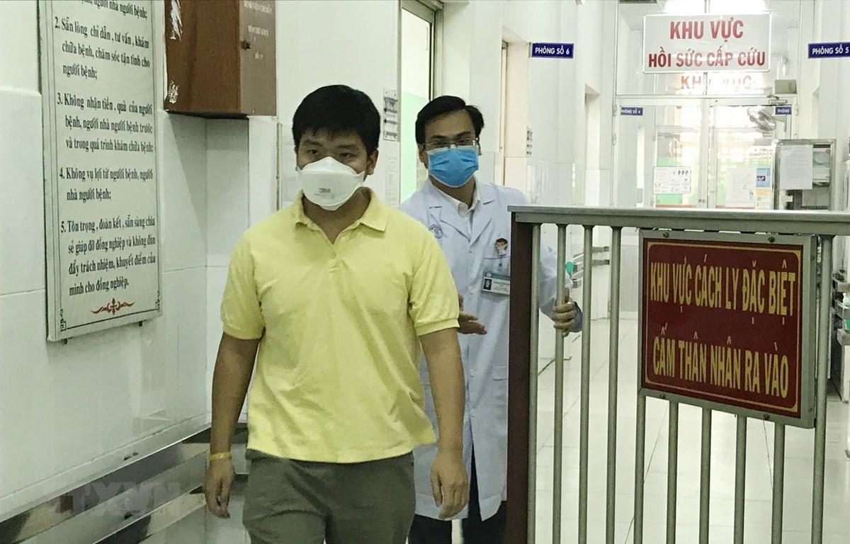 Ngày 4/2, bệnh nhân 28 tuổi người Trung Quốc Li Zichao (ảnh) – 1 trong 2 bệnh nhân đầu tiên tại Việt Nam phát hiện nhiễm nCoV, đã được xuất viện, sau 13 ngày điều trị tại Bệnh viện Chợ Rẫy TP. Hồ Chí Minh. (Ảnh: Đinh Hằng/TTXVN)
