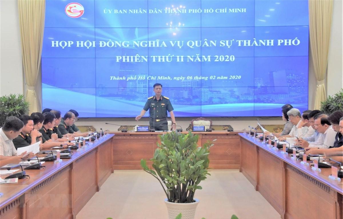 Thiếu tướng Nguyễn Trường Thắng, Tư lệnh Bộ Tư lệnh Thành phố Hồ Chí Minh, Phó Chủ tịch thường trực Hội đồng Nghĩa vụ quân sự Thành phố chủ trì phiên họp. (Ảnh: TTXVN phát)