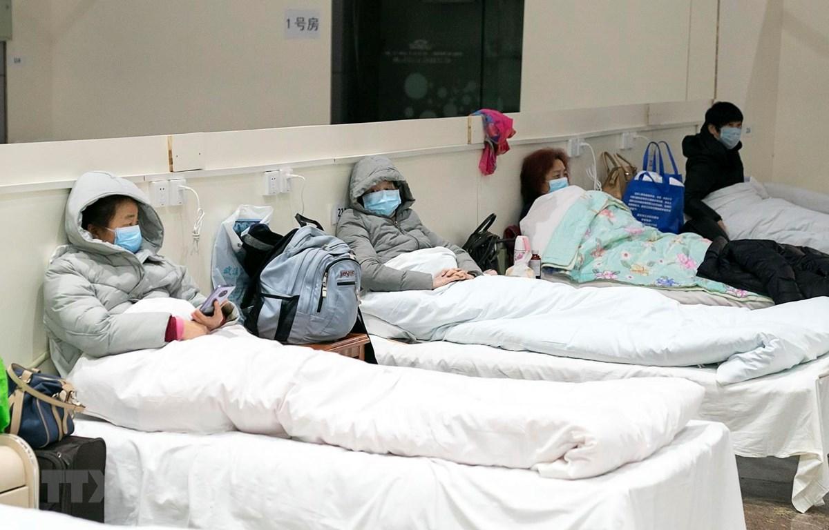 Bệnh nhân nhiễm virus 2019-nCoV được điều trị tại một bệnh viện dã chiến ở Vũ Hán, Trung Quốc ngày 5/2 vừa qua. (Ảnh: THX/TTXVN)