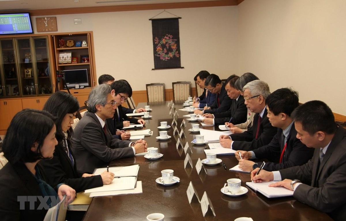 Thượng tướng Nguyễn Chí Vịnh và Thứ trưởng Quốc phòng Nhật Bản Yasunori Nishida đồng chủ trì tham vấn quốc phòng Việt-Nhật. (Ảnh: Đào Thanh Tùng/TTXVN)