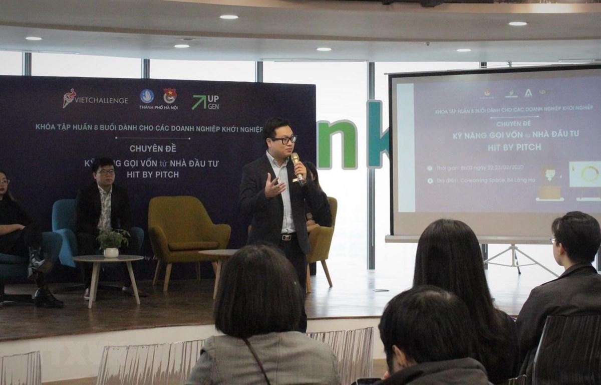 Phó Bí thư Thành đoàn Hà Nội Trần Quang Hưng chia sẻ tại buổi tập huấn. (Ảnh: Linh Anh/TTXVN)