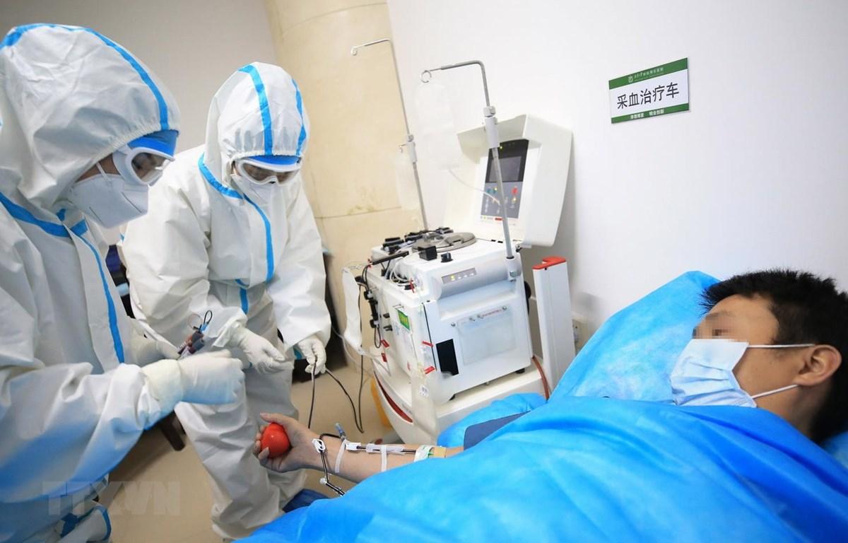 Bệnh nhân nhiễm COVID-19 điều trị tại bệnh viện ở Hồ Nam,Trung Quốc. (Ảnh: THX/TTXVN)
