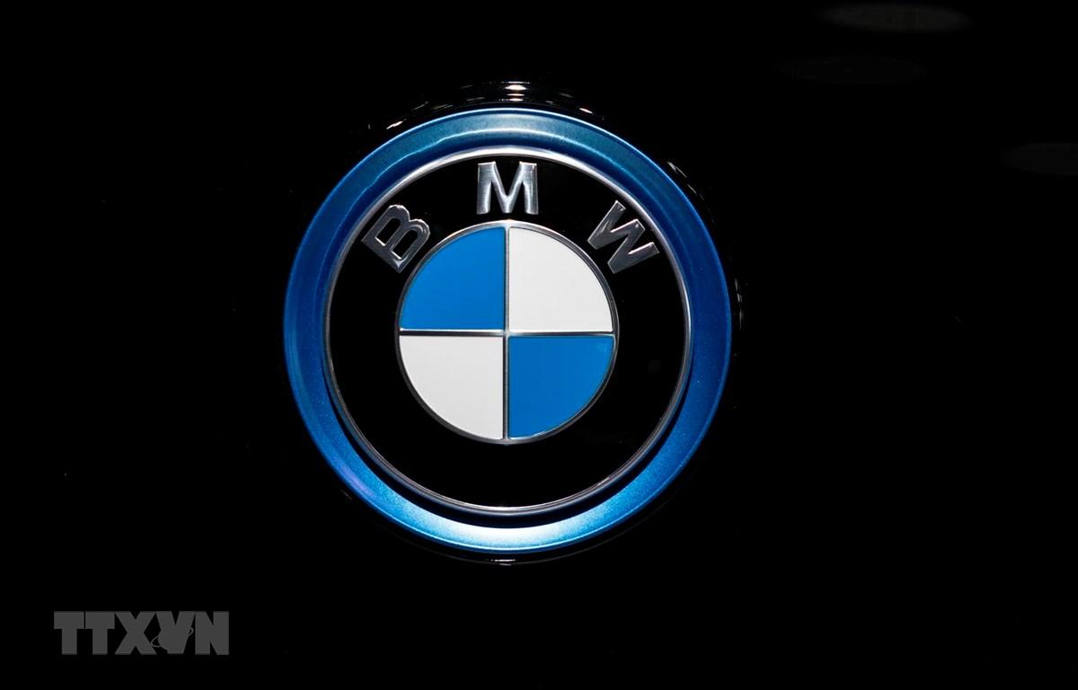 Biểu tượng của Tập đoàn sản xuất ô tô BMW tại Triển lãm ôtô ở Brussels,Bỉ, ngày 9/1 vừa qua. (Ảnh: AFP/TTXVN)