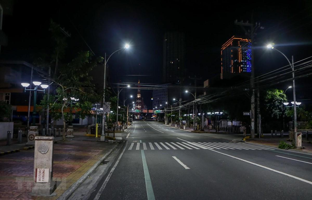 Cảnh vắng vẻ tại thành phố Quezon, Philippines khi Chính phủ nước này áp dụng biện pháp cách ly cộng đồng tăng cường, ngày 18-3 vừa qua. Ảnh: THX/TTXVN