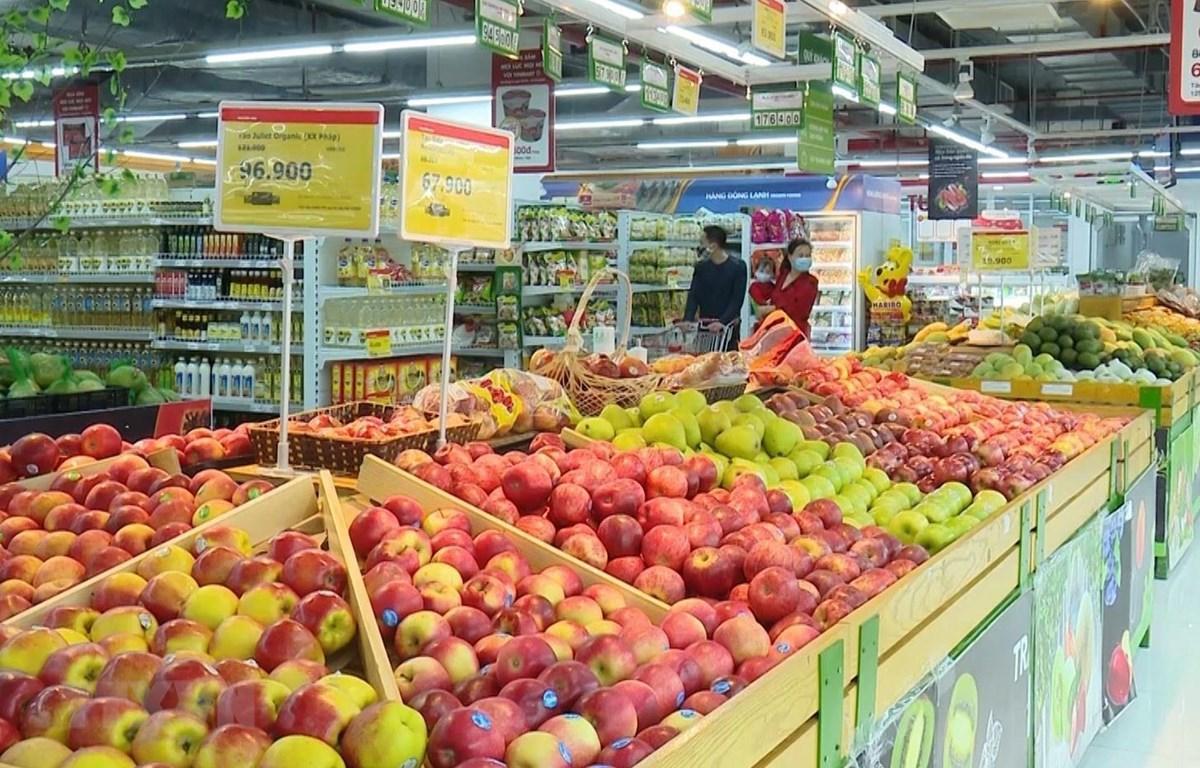 Trung tâm thương mại Vincom Plaza Sơn La cung ứng đẩy đủ hàng hóa thiết yếu cho nhu cầu tiêu dùng của người dân. (Ảnh: Nguyễn Cường/TTXVN)