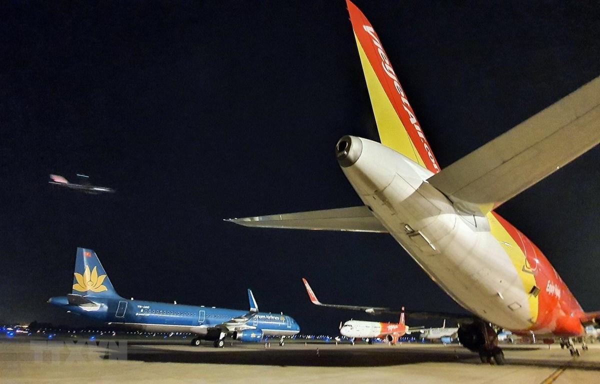 Do dịch COVID-19, chỉ còn lại 8 chuyến bay mỗi ngày được các hãng chia nhau khai thác tuyến Hà Nội-Đà Nẵng-TPHCM. (Ảnh: TTXVN)