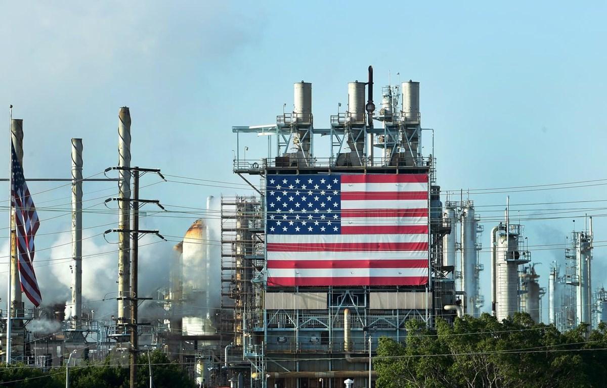 Cơ sở lọc dầu Wilmington của Mỹ ở Los Angeles, California, ngày 21/4. (Ảnh: AFP/TTXVN)