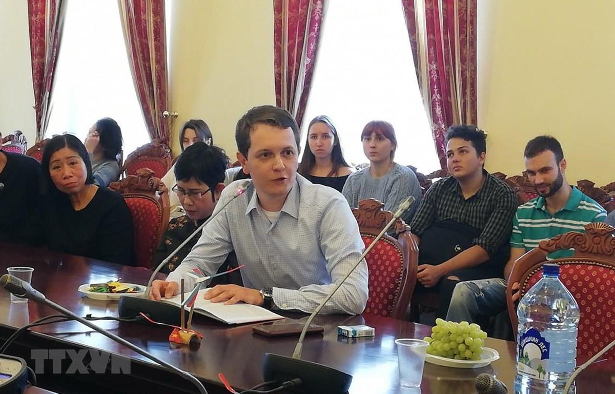 Phó Giáo sư Học viện Á-Phi, Đại học Quốc gia Moskva mang tên Lomonosov Maxim Syunnerberg đang phát biểu. (Ảnh: Bùi Duy Trinh/TTXVN)
