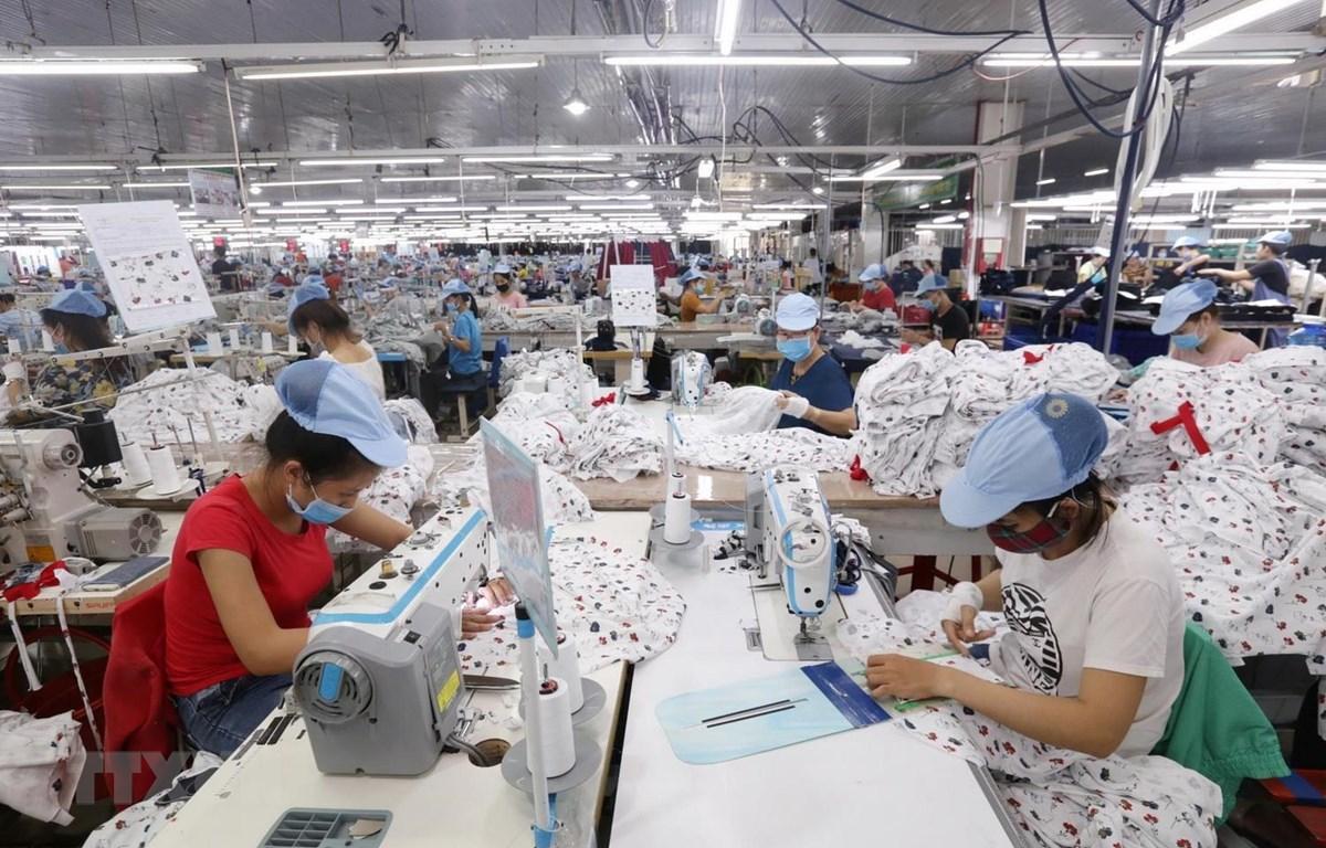 Các dây chuyền dệt may của Công ty Cổ phần dệt may Phú Hòa An tại KCN Phú Bài, tỉnh Thừa Thiên-Huế. (Ảnh: Anh Tuấn/TTXVN)