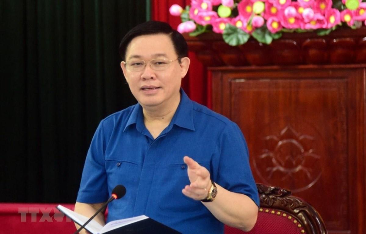 Bí thư Thành ủy Hà Nội Vương Đình Huệ chủ trì buổi làm việc với Ban Thường vụ Huyện ủy Đan Phượng. (Ảnh: Văn Điệp/TTXVN)