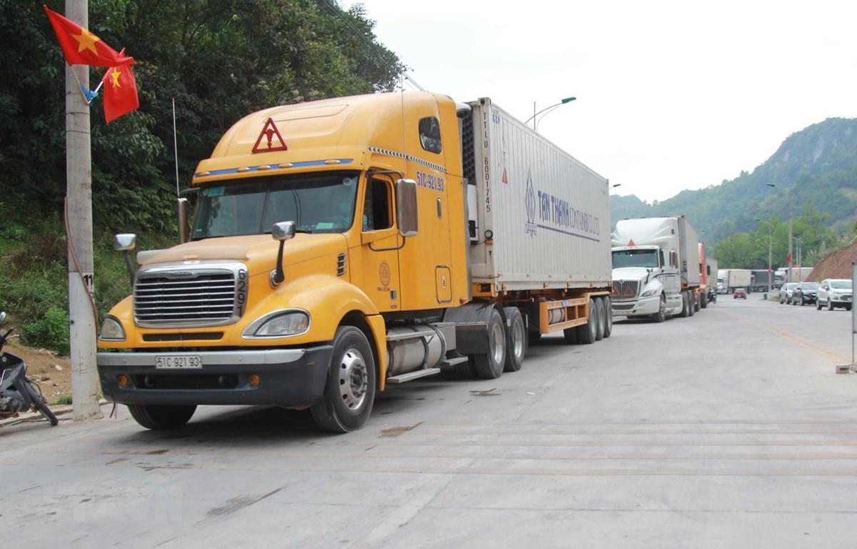 Phương tiện xuất khẩu hàng hóa qua cửa khẩu Tân Thanh, Lạng Sơn đã cơ bản hết ùn ứ. (Ảnh: Quang Duy/TTXVN)
