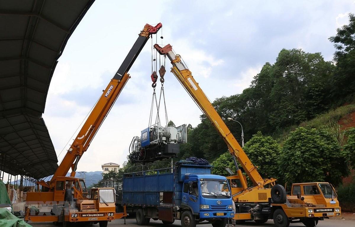 Hàng hóa nhập khẩu qua cửa khẩu Cốc Nam, tỉnh Lạng Sơn. (Ảnh: Phạm Hậu/ TTXVN)