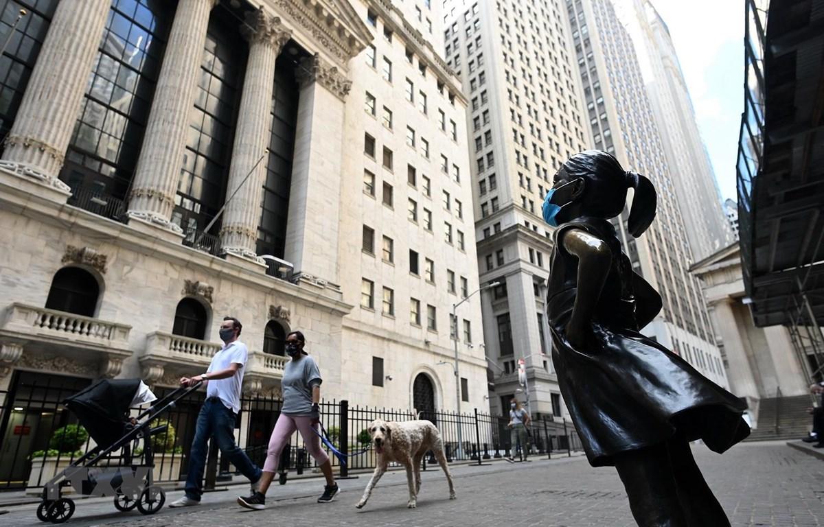 Quang cảnh bên ngoài Sàn giao dịch chứng khoán New York, Mỹ ngày 15/5. (Ảnh: AFP/TTXVN)