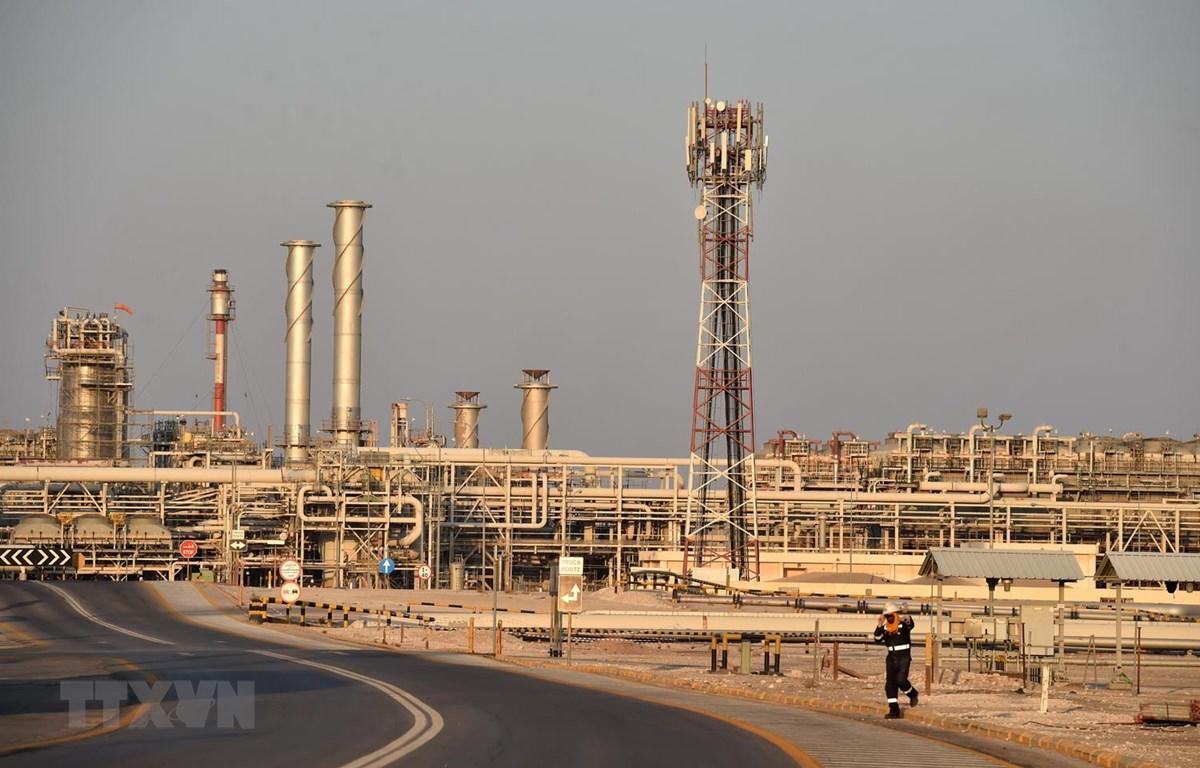 Nhà máy lọc dầu Abqaiq của Công ty Aramco ở Saudi Arabia. (Ảnh: AFP/TTXVN)