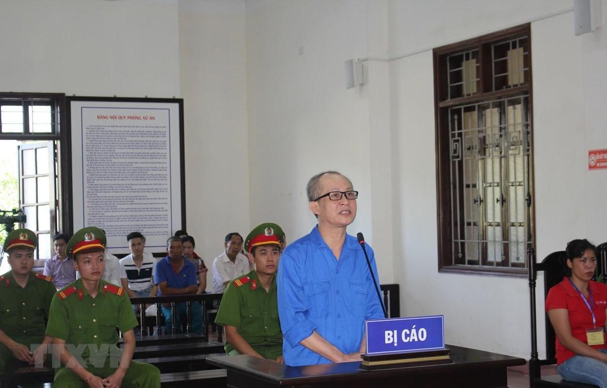 Bị cáo Nguyễn Văn Nghiêm khai nhận toàn bộ hành vi phạm tội tại phiên tòa. (Ảnh Vũ Hà/TTXVN)