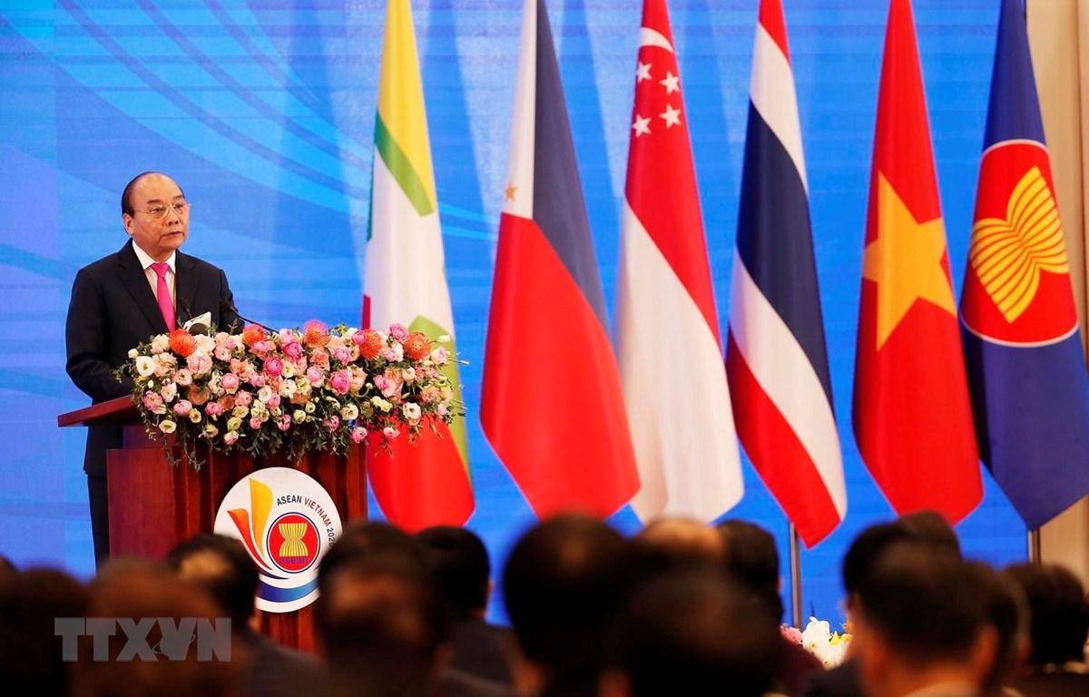 Thủ tướng Nguyễn Xuân Phúc, Chủ tịch ASEAN 2020 phát biểu khai mạc Hội nghị Cấp cao ASEAN lần thứ 36. (Ảnh: TTXVN)
