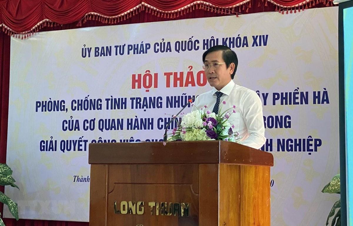 Ông Phạm Văn Hậu, Phó Chủ tịch UBND tỉnh Ninh Thuận phát biểu tại Hội thảo. (Ảnh: Công Thử/TTXVN)