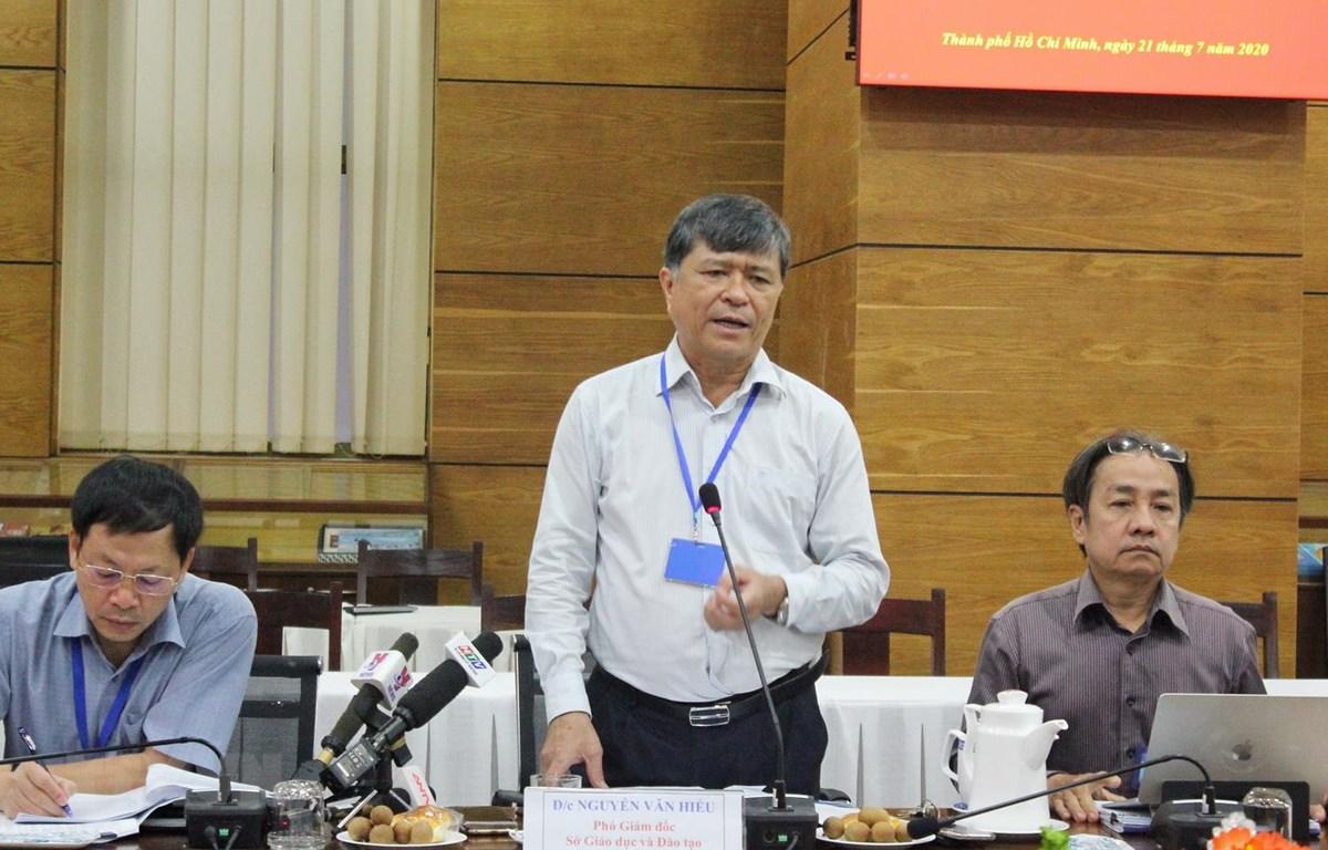 Ông Nguyễn Văn Hiếu, Phó Giám đốc Sở Giáo dục và Đào tạo Thành phố Hồ Chí Minh báo cáo tại buổi làm việc. (Ảnh: Thu Hương/TTXVN)
