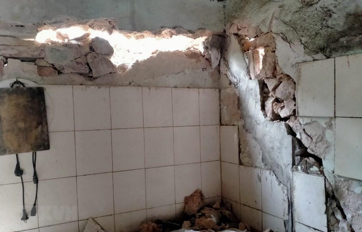 Một nhà ở của người dân xã Hua Păng, huyện Mộc Châu, tỉnh Sơn La bị thiệt hại. (Ảnh: TTXVN phát)