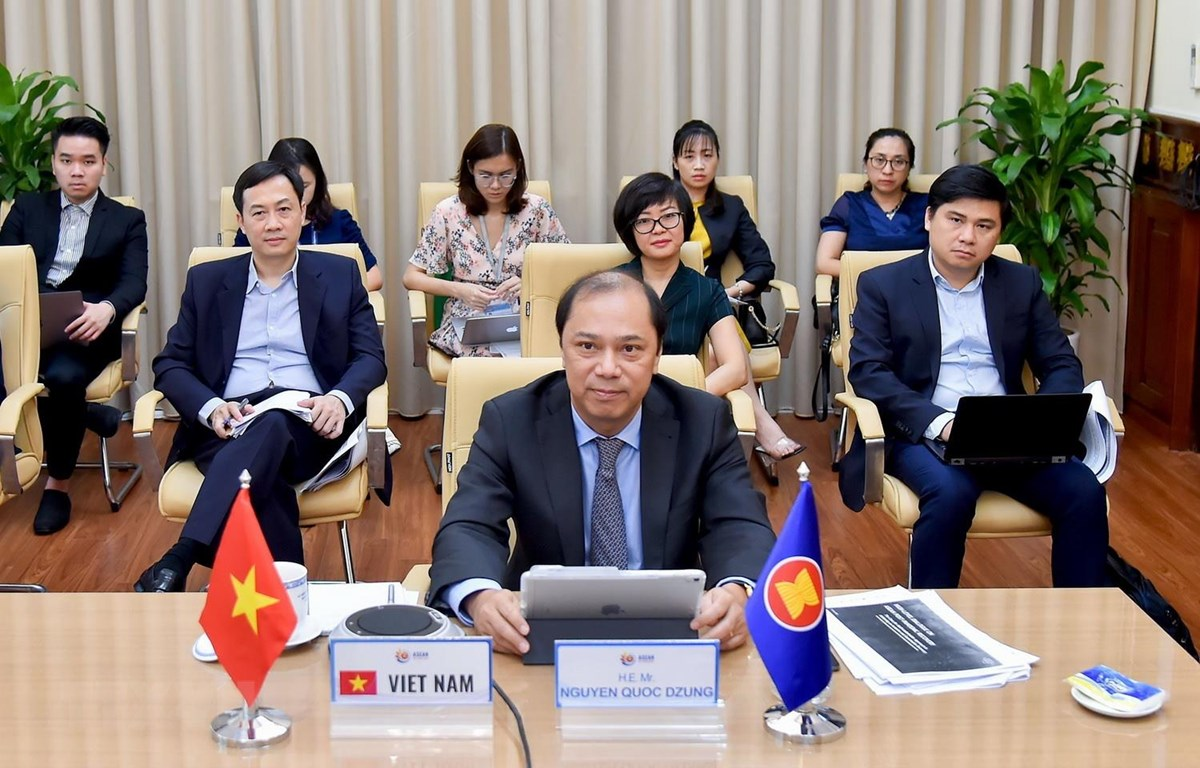 Thứ trưởng Bộ Ngoại giao Nguyễn Quốc Dũng dự đối thoại. (Ảnh: TTXVN phát)