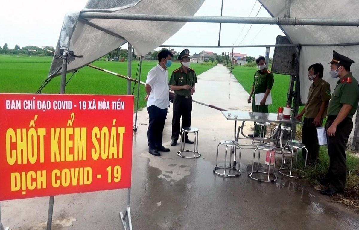 Ngày 1/8, thôn Bùi, xã Hòa Tiến, huyện Hưng Hà, tỉnh Thái Bình được phong tỏa để phòng chống dịch. (Ảnh: Thế Duyệt/TTXVN)