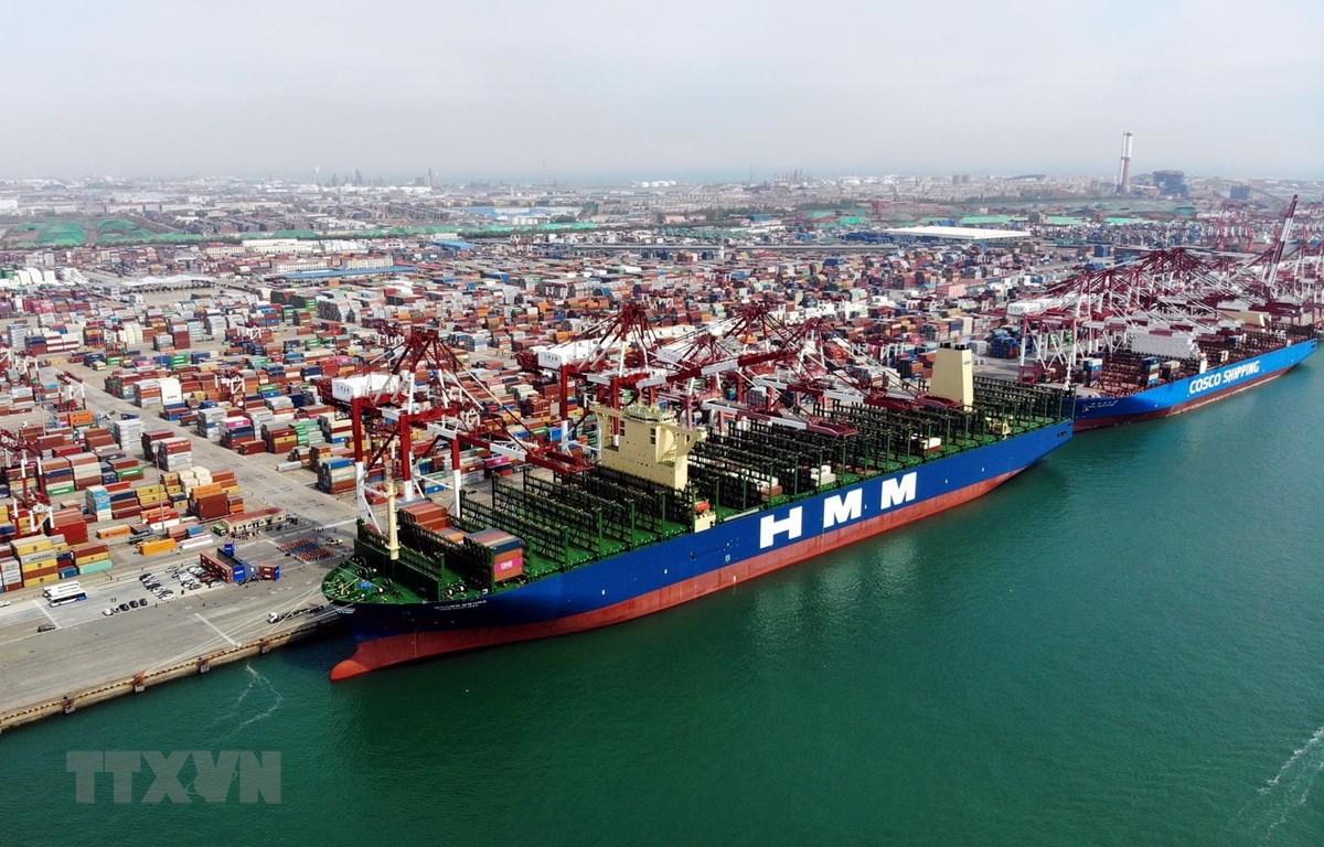 Quang cảnh cảng hàng hóa ở Thanh Đảo, tỉnh Sơn Đông, Trung Quốc. (Ảnh: THX/TTXVN)