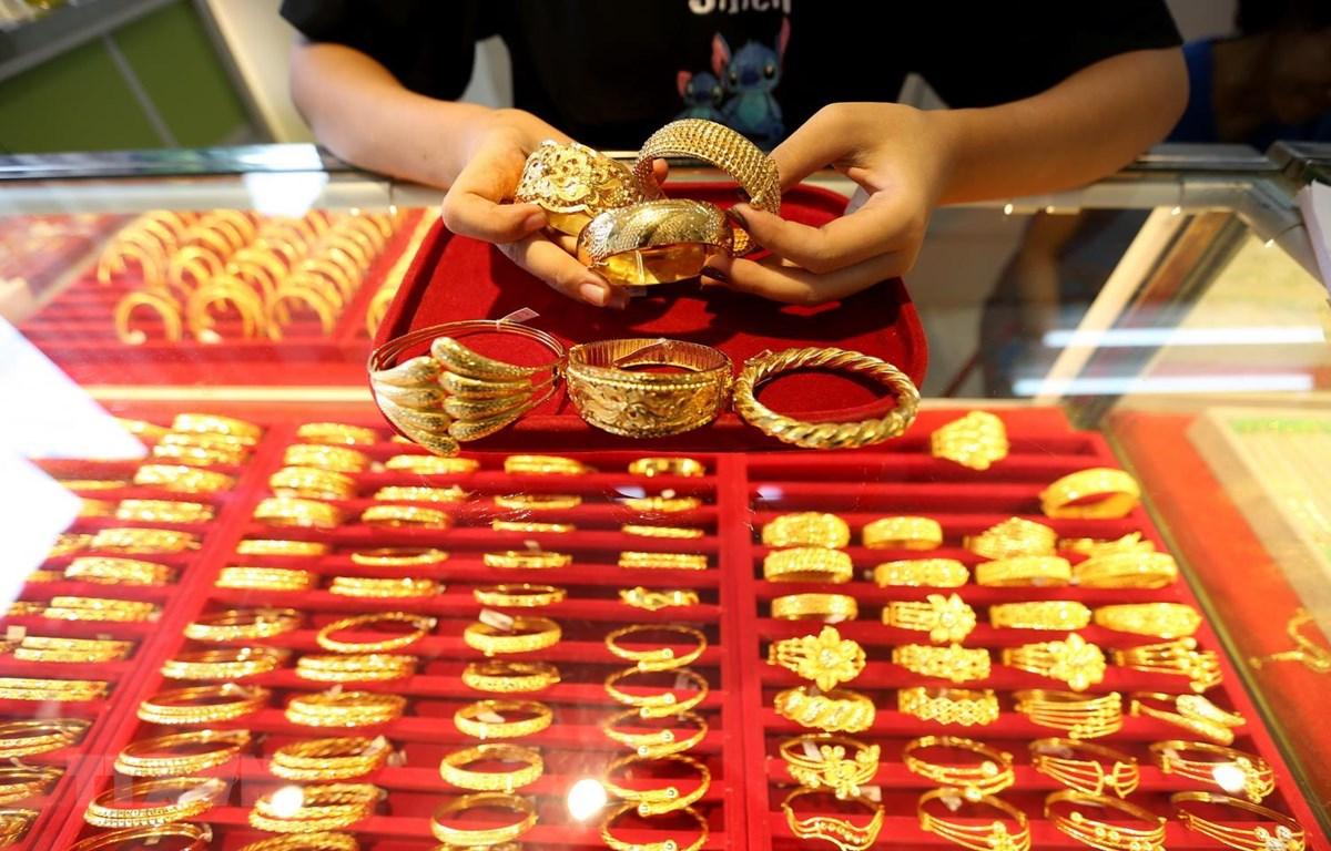 Trang sức vàng được bày bán tại một tiệm kim hoàn ở Yangon, Myanmar. (Ảnh: THX/TTXVN)