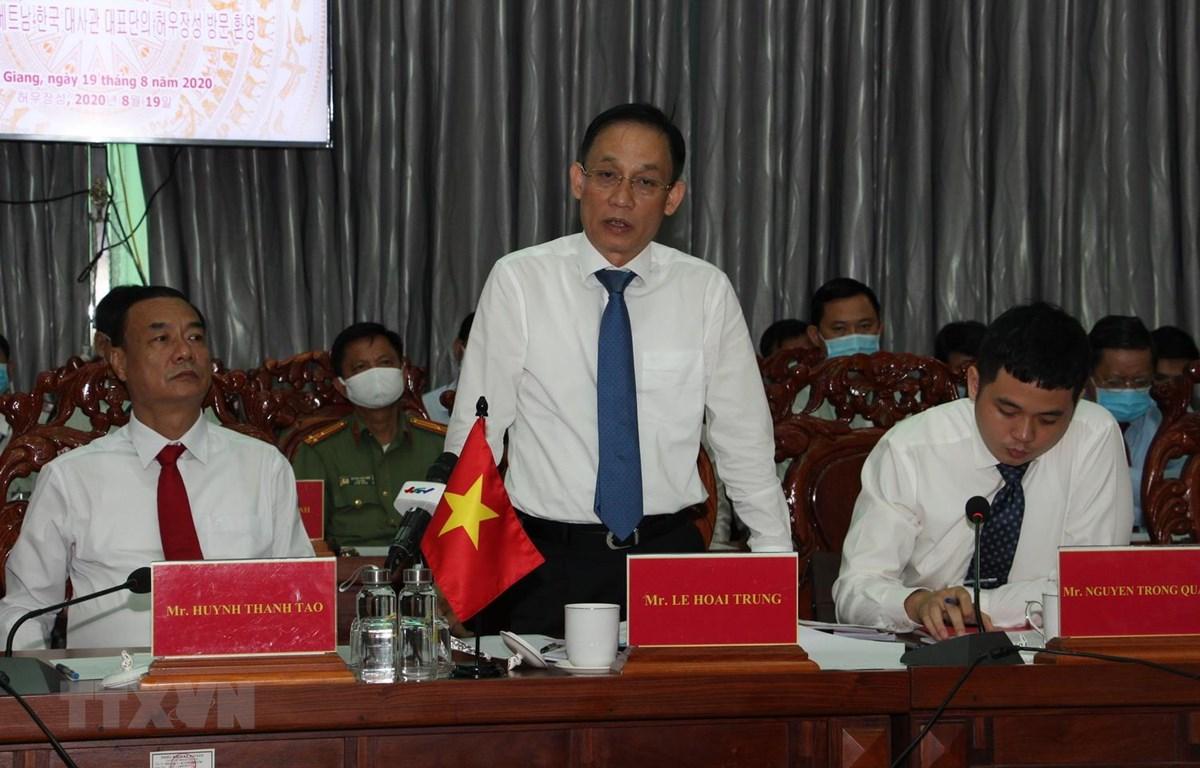 Ông Lê Hoài Trung, Ủy viên Ban Chấp hành Trung ương Đảng, Thứ trưởng Bộ Ngoại giao phát biểu tại buổi làm việc. (Ảnh: Hồng Thái/TTXVN)