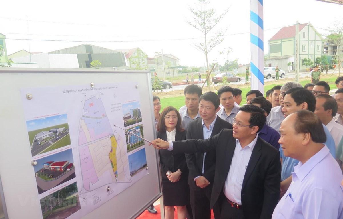 Thủ tướng Chính phủ Nguyễn Xuân Phúc thăm, làm việc tại Khu Công nghiệp VSIP Nghệ An. (Ảnh: Văn Nhật/Vietnam+)