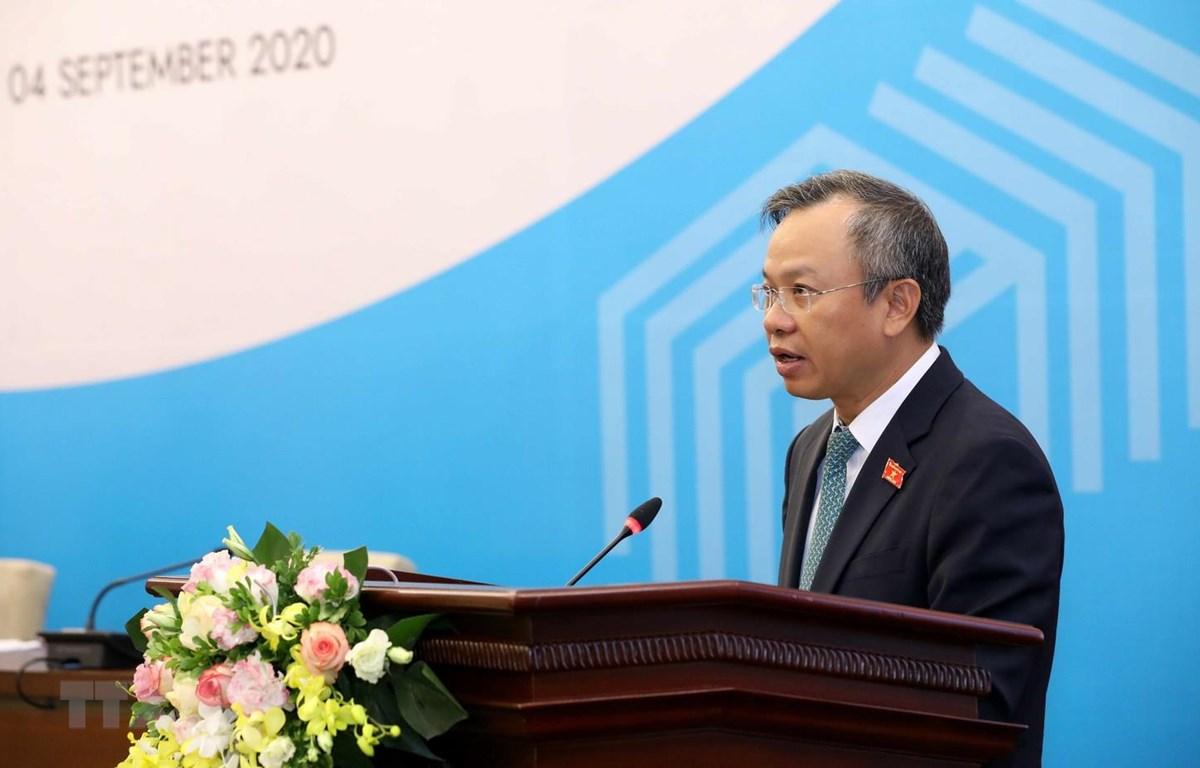 Phó Chủ nhiệm Ủy ban Đối ngoại của Quốc hội Nguyễn Mạnh Tiến, Trưởng Tiểu ban Thông tin tuyên truyền AIPA 41 giới thiệu chương trình và nội dung AIPA 41. (Ảnh: Văn Điệp/TTXVN)
