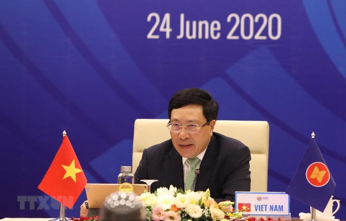 Phó Thủ tướng, Bộ trưởng Bộ Ngoại giao Phạm Bình Minh chủ trì Hội nghị không chính thức Bộ trưởng Ngoại giao ASEAN, ngày 24/6 vừa qua. (Ảnh: Văn Điệp/TTXVN)