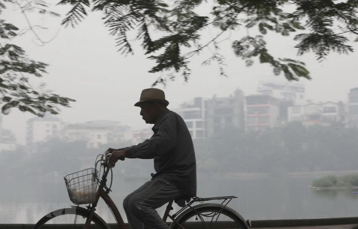 Chất lượng không khí kém gây nguy hại cho sức khỏe, đặc biệt là nhóm người nhạy cảm như trẻ em, người già. (Ảnh: Thành Đạt/TTXVN)