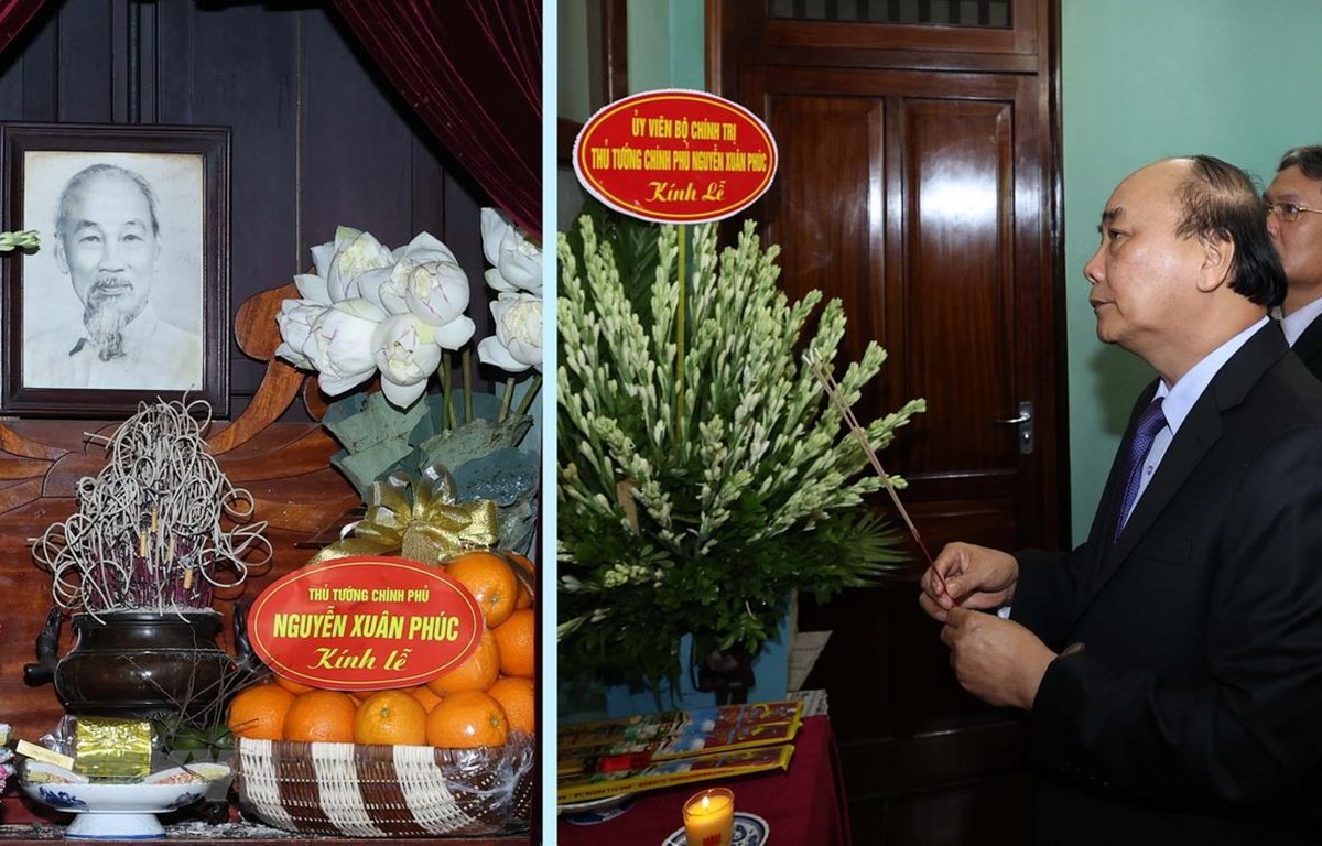 Thủ tướng Nguyễn Xuân Phúc dâng hương tưởng niệm Bác Hồ ở Nhà 67, Khu Di tích Chủ tịch Hồ Chí Minh tại Phủ Chủ tịch. (Ảnh: Thống Nhất/TTXVN)