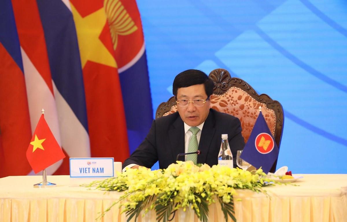 Phó Thủ tướng, Bộ trưởng Ngoại giao Phạm Bình Minh phát biểu tại AMM 53. (Ảnh: Văn Điệp/TTXVN)