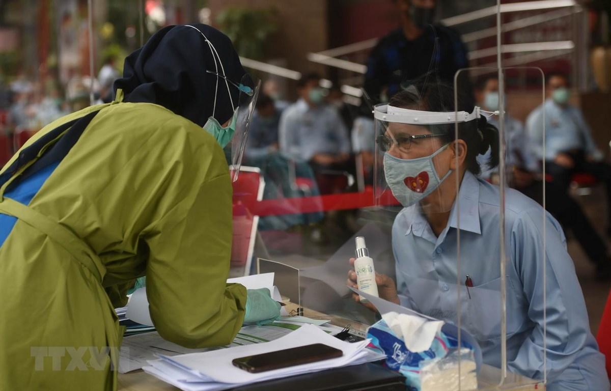 Một điểm xét nghiệm COVID-19 tại Jakarta của Indonesia. (Ảnh: THX/TTXVN)