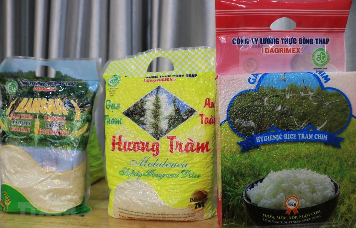 Sản phẩm gạo của Công ty Lương Thực Đồng Tháp có nguồn gốc từ các diện tích lúa được sản xuất trong dự án VnSAT trên địa bàn tỉnh Đồng Tháp. (Ảnh: Chương Đài/TTXVN)
