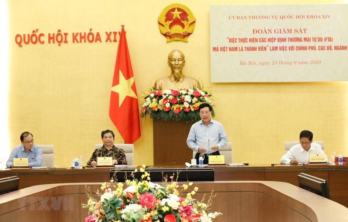 Phó Thủ tướng, Bộ trưởng Ngoại giao Phạm Bình Minh phát biểu tại buổi làm việc. (Ảnh: Dương Giang/TTXVN)