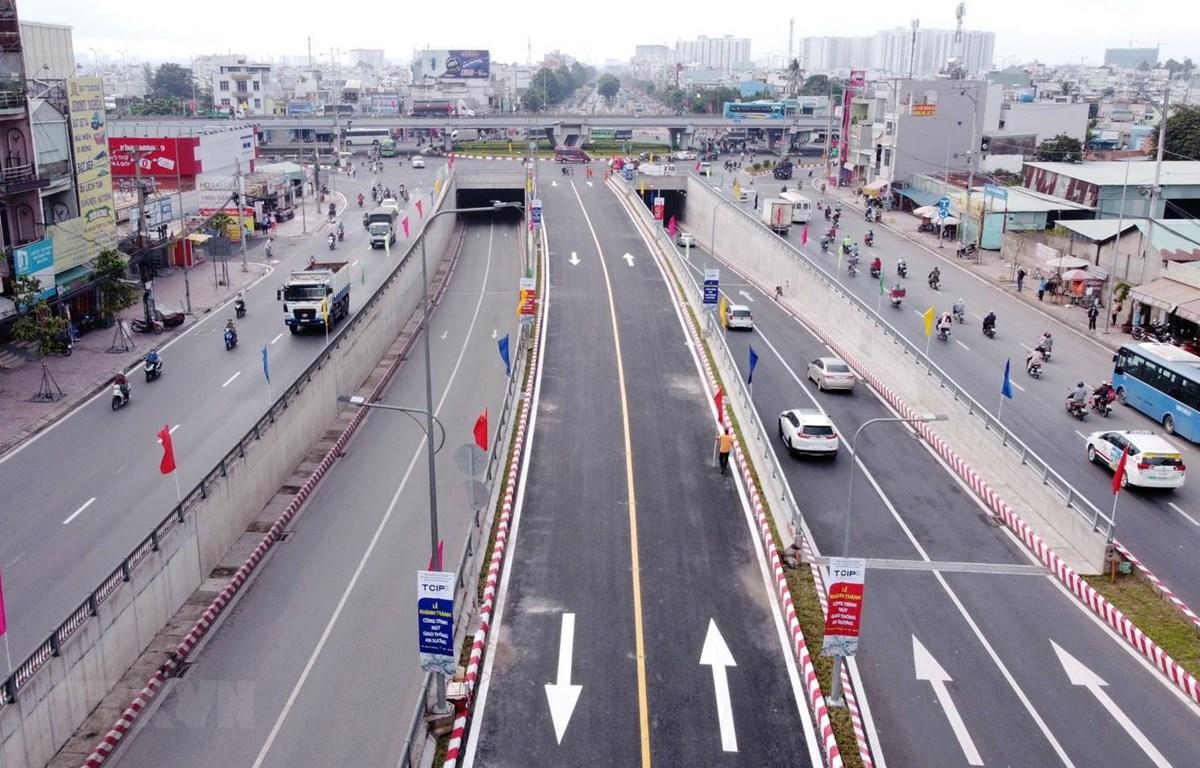Nút giao thông An Sương được hoàn thành vào tháng 9/2020 với quy mô 3 tầng, gồm: hầm chui, cầu vượt và tầng mặt đất. (Ảnh: Tiến Lực/TTXVN)