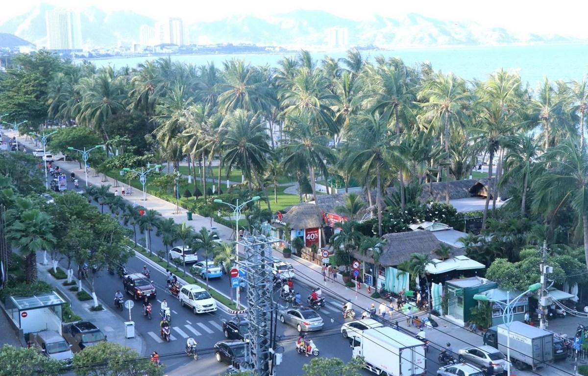 Giao thông đường bộ tại thành phố Nha Trang, tỉnh Khánh Hòa. (Ảnh: Tiên Minh/TTXVN)