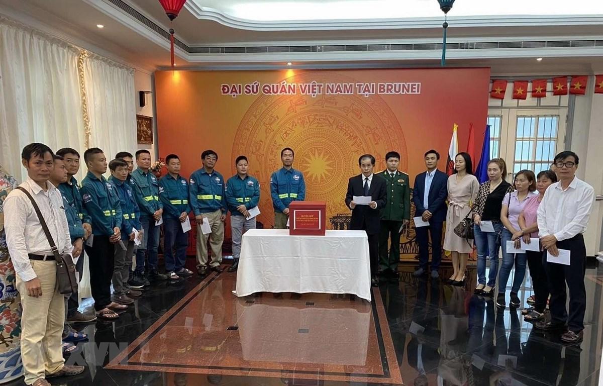 Đại sứ Việt Nam tại Brunei Trần Văn Khoa phát biểu tại buổi Lễ phát động. (Ảnh: Nguyễn Mạnh Tuân/TTXVN)